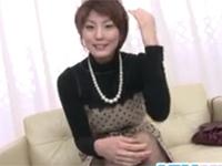 【無修正】素人若妻サオリさんが恥じらいながらドアップオナニー!