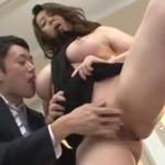 風間ゆみ PTAの巨乳熟女が学校の教室で先生にイカされ絶頂!