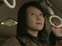 【ヘンリー塚本】四十路熟女はバス内で痴漢してきた中年男を誘いホテルへ