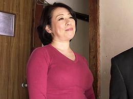 五十路のぽっちゃり巨乳母と息子が快楽だけの母子相姦でただれた関係に! 柏木舞子