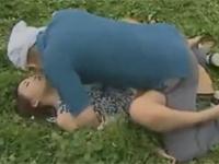 【ヘンリー塚本】熟痴女が大自然の真ん中でパンツを下ろし自らレイプ待ち xvideos