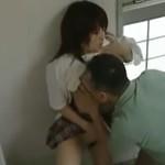 【ヘンリー塚本】先生にマ○コを舐められても良いよう洗ってからいきます 公衆便所にて