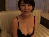 人気熟女優の円城ひとみさん若い男とガチデートセックス!