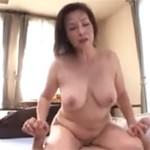 暮町ゆうこ 巨乳五十路熟女がたくましい介護士とセックス!