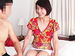昭和31年生まれの60歳、六十路妻が若い子相手に大いに乱れます! 内原美智子