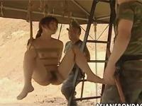 【ヘンリー塚本】前線兵士が女捕虜を縛り吊るし性欲処理セックスに使う最悪の感覚