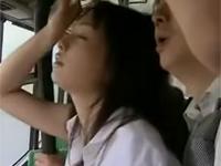 【ヘンリー塚本】痴女は自らスカートに穴を開けバスに乗り痴漢を待つ