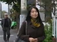 【ヘンリー塚本】四十路未亡人はペニス欲しさにピンク映画館で露出逆ナンパ 浅井舞香