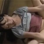 【ヘンリー塚本】変態写真家男に舐め回され挿入されるロリ娘