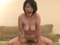 円城ひとみ 五十路熟女は夫が出張中に若い男連れ込んでイキまくりセックス満喫!