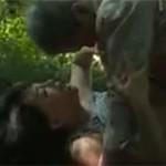 【ヘンリー塚本】熟年カップル山奥の便所で小便後に互いの性器の舐め取ったらセックス開始