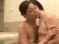 樹本つばさ 夫が蒸発した熟女は息子とお風呂で互いを慰め合うセックス!