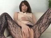 澤村レイコ 極上美熟女が主観淫語でマ○コドアップオナニー!