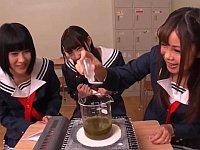 オカルト研究部の女子校生が「幸運の水」を作るために必要な精液を強行採取!
