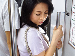 五十路妻が電車で遭った痴●のおかげで乾ききったマ●コに潤いを取り戻すw 吉野かおる