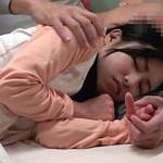 小さい女の子が添い寝をしてくれる癒しの空間「添い寝屋リフレ」