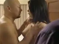 【ヘンリー塚本】熟妻を寝取ってもらう男 私の妻を目の前でハメて下さい xvideos