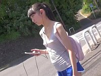 ノーブラで出歩く貧乳美少女の乳首ポッチリが凄まじい破壊力だった!