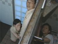 【ヘンリー塚本】熟妻が浮気夫に仕返しのため野外便所で乱交セックス! xvideos