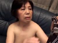 【無修正】高齢熟女 72歳の保険外務員がお客にお詫びセックス! xvideos