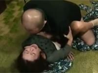 【ヘンリー塚本】人妻の下着を盗み興奮し母親とセックスする…歪んだ男 xvideos