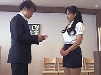初めてのファミレスバイトでセクハラ新人研修を受けるミニスカ美脚熟女(51)