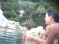 露天の女風呂隠し撮り!熟女多めでたまにギャル!
