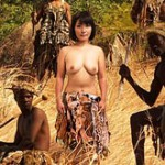 【野生の王国】40代おばちゃんが腰に動物の革を巻いた童貞のアフリカンに中出しプレゼント!