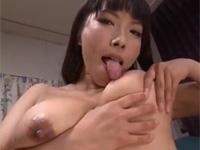 三喜本のぞみ 爆乳熟女が自分の乳首を舐めながら開脚軟体ディルドゥズボオナ!