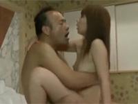 【ヘンリー塚本】美熟女が夫の知り合いとの不倫セックスにどっぷりハマる 結城みさ