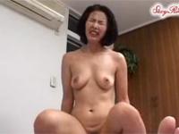 【無修正】熟女母が内気な童貞息子のために近親相姦セックス! asian_sex xvideos