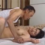 【ながえ】温泉でヤクザの仕返しにあった夫、そして妻は次々輪姦される