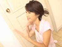 【無修正】美熟女が夫を口で一発抜き感想は「あなた精液が薄いわよ栄養つけなさい! 」japanese wife helps her man relax with a blowjob xvideos