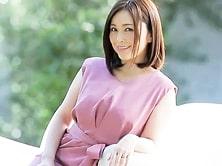 強烈なオーラを発する元地方局アナウンサー・43歳超絶美人妻の初撮りAV! 高瀬智香