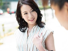 【人妻ナンパ】ファッションアンケートと称して美白奥様を軟派!ザーメンを流し込む!