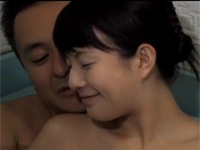 【ヘンリー塚本】全身不随の少女とオッサン介護士の間に愛が芽生えセックスする関係に
