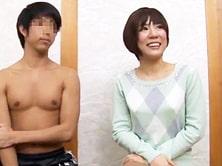【モニタリングAV】ガタイのいい野球部男子学生と人妻が混浴温泉