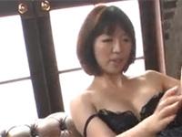 【無修正】ショート髪熟女ドアップオナからチンポを美味そうにパクっ! 2 large cocks and a sexy asian xvideos