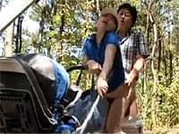 公園でたまたま知り合ったママ友と不倫セックスしちゃう夫