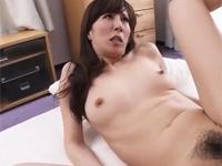 澤村レイコ かなり美熟女な母の知り合いとダメ元でセックス頼んだらイケた!