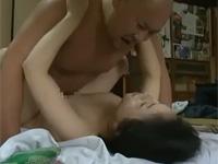【ヘンリー塚本】アンタの太いマラが入っとるわぁ!熟年夫婦昼休みの営み