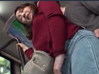 ピタパン熟女にバスで痴漢したらエスカレートしフェラ本番で尻射!成宮いろは