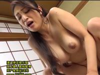 小早川怜子 豊満美熟女が自然豊かな山の宿で息子と激しく求め合うセックス!