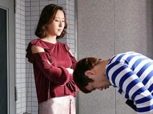 ヘルスへ行ったらいつも口うるさい隣の巨乳妻が出てきて… SEXでリベンジだ! 松下紗栄子