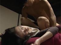 【ヘンリー塚本】義母への思いが暴走し薬で眠らせクンニしセックス
