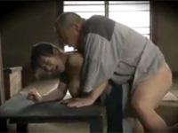 【ヘンリー塚本】母がいない田舎の娘は父と納屋でセックスする