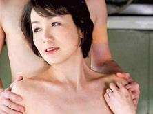 六十路母が息子のイキリ勃った肉棒で性欲を満たす! 内原美智子