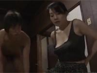 【ヘンリー塚本】不倫したのを見たぜ、口止めにヤラせろよ。熟女が学生に脅されヤルことに