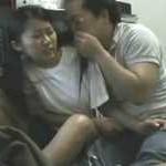 【盗撮】家出女子の女子校生が泊めてくれたキモオヤジに犯されちゃう一部始終を隠し撮り!