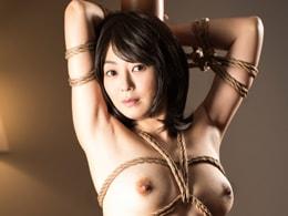 かつての芸能人が緊縛されたままチ○ポを咥えハメられてしまう! 小松千春